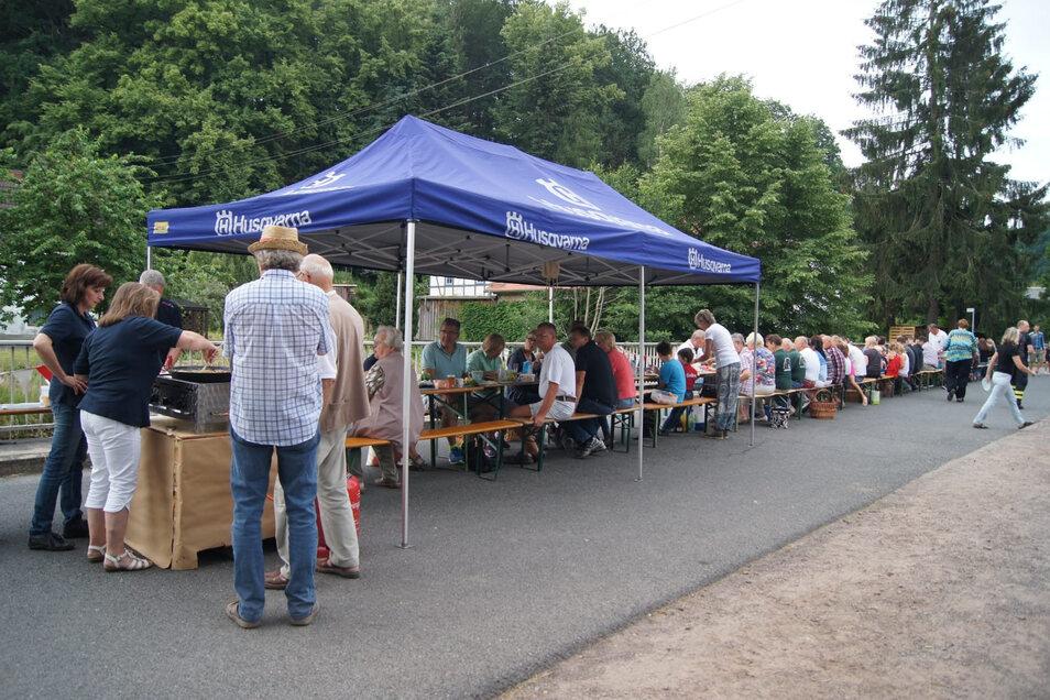 In diesem Jahr gibt es in Mohorn keinen großen Frühstückstisch wie beim Dorffest 2018. Das Fest fällt aus.