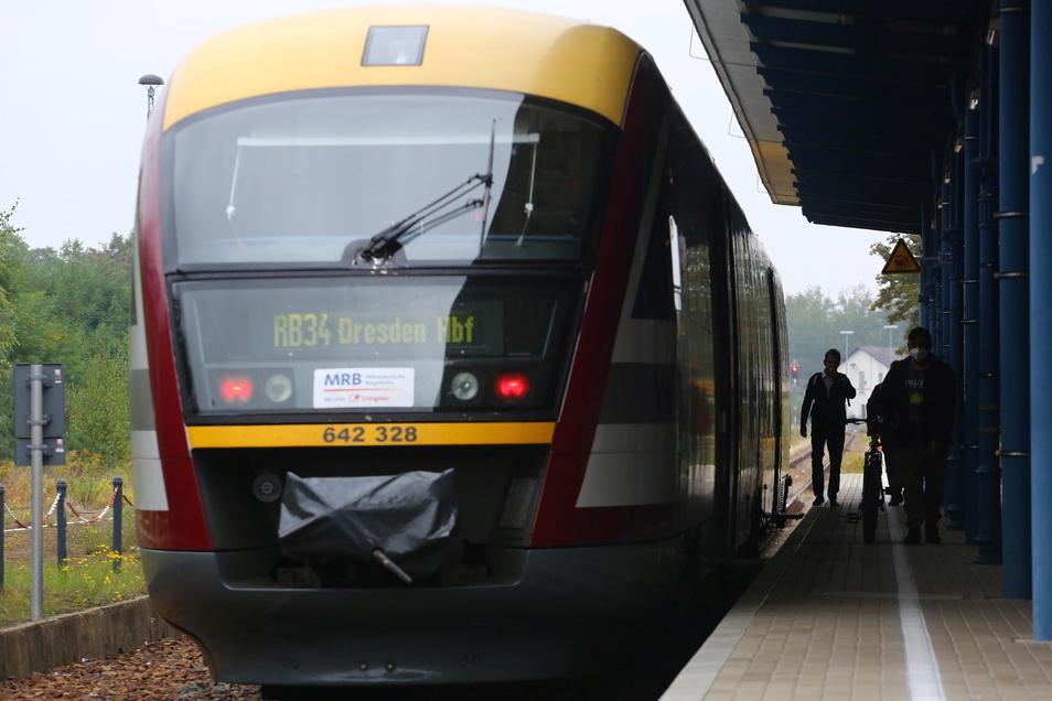 """Aktuell fahren noch die Züge der Mitteldeutschen Regiobahn auf den Strecken von Dresden nach Kamenz und Königsbrück. Doch schon bald will DB Regio hier die Triebwagen """"Desiro"""" einsetzen - die dann auch öfter fahren."""