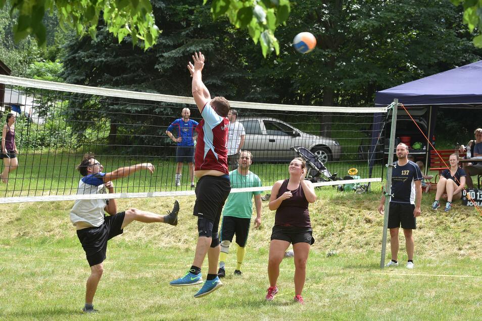 Auf vielfältige Weise feierten die Waltersdorfer den 600. Geburtstag ihres Dorfes. Dazu gehörte auch ein Volleyballturnier am Sonnabend.