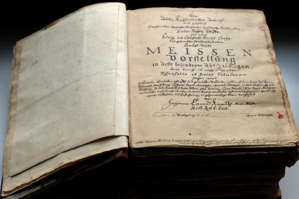Dieses alte Buch überdauerte mehr als drei Jahrhunderte. Es stammt von einem Meißner Historiker, der wohl sehr leidenschaftlich und gewissenhaft daran arbeitete.