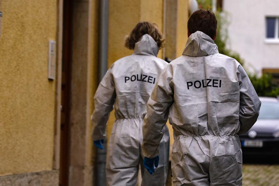 Ende September vergangenen Jahres fanden Polizisten die Leiche der 53-Jährigen in der gemeinsamen Wohnung in Löbtau. Sieghard F. hatte die Beamten selbst informiert.