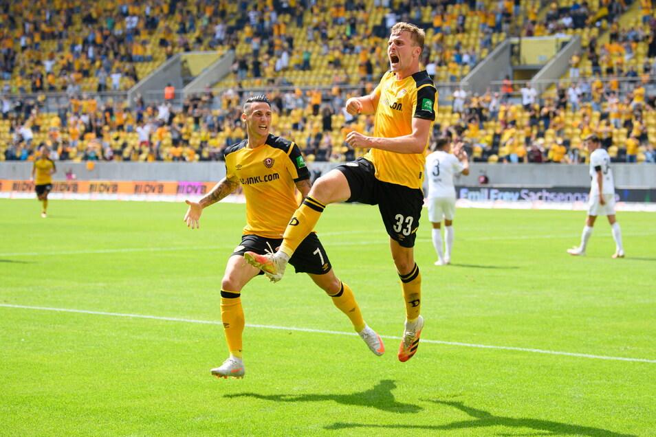 Christoph Daferner und Panagiotis Vlachodimos jubeln über die 2:0-Führung der Dresdner.