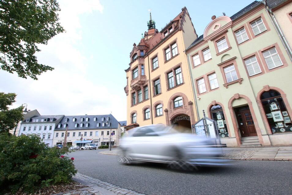 Seit einem Jahr wünschen sich Stadtverwaltung und Stadträte in Waldheim eine Geschwindigkeitsbegrenzung auf 30 Kilometer pro Stunde am Niedermarkt. Bei einer Verkehrsschau kamen die Teilnehmer jetzt zum gleichen Ergebnis.