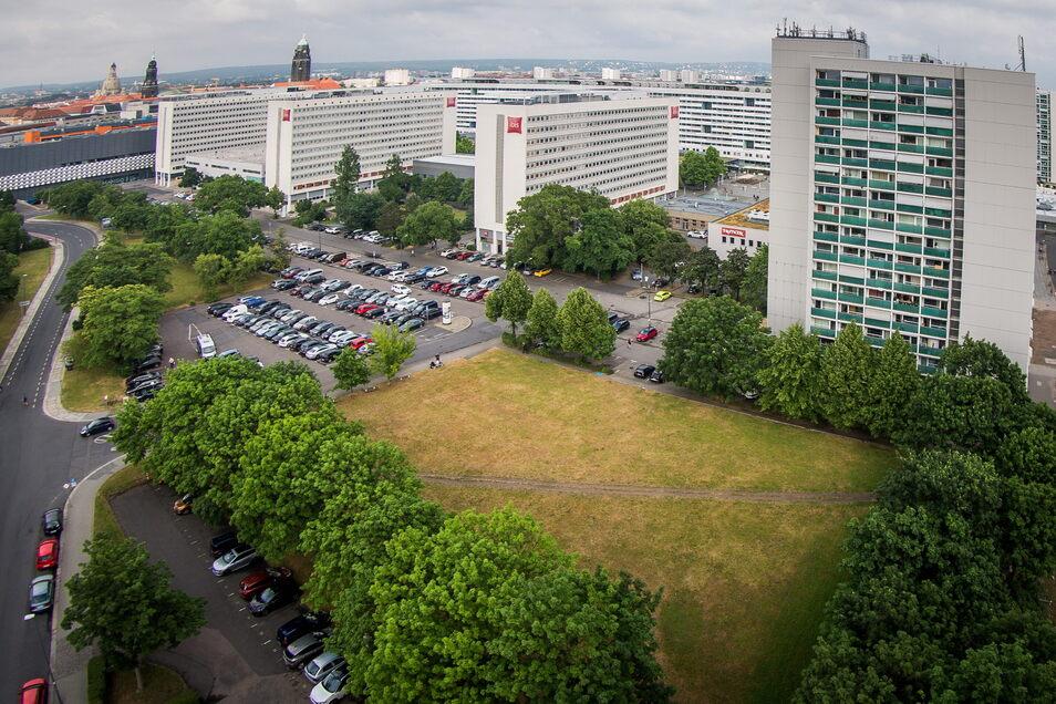 """Der """"Grüne Bogen"""" zwischen Reitbahnstraße und Prager Straße mit dem Haus Reitbahnstraße 35 (r.)."""