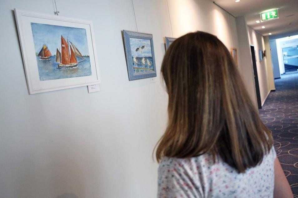 Segelboote auf der Ostsee - die lassen sich bei einer Ausstellung im Riesaer Mercure auch ohne lange Anfahrt zur Küste entdecken.
