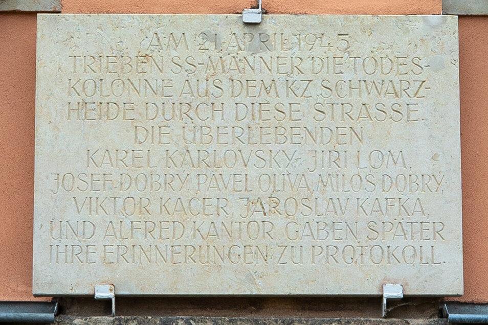 Gedenktafel an einer Sebnitzer Grundschule. Eine ähnliche Tafel wurde in Hinterhermsdorf gestohlen.