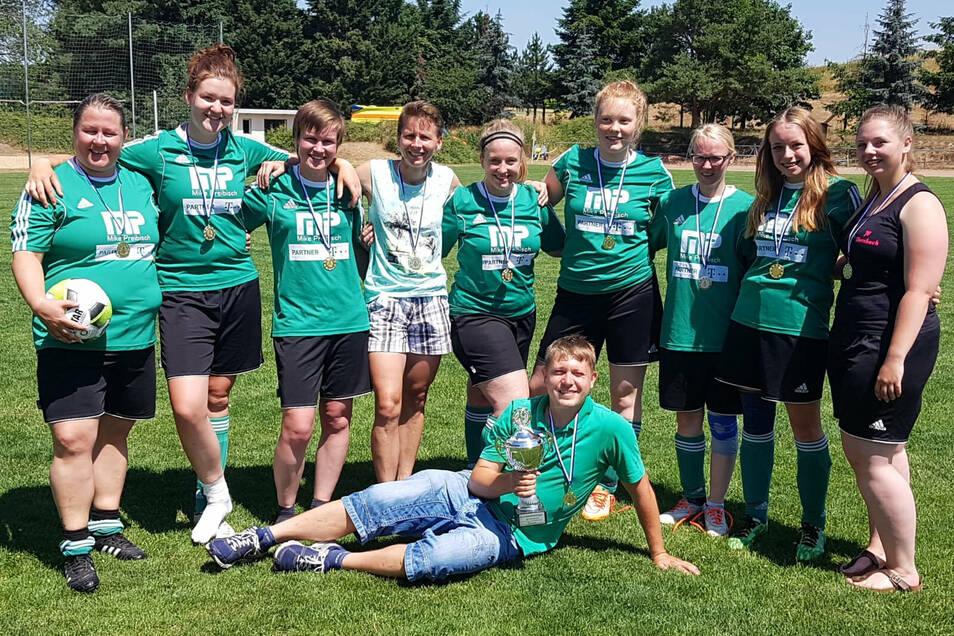 Das Siegerfoto von 2019: Können die Ebersbacher Fußball-Frauen den Kreispokal erneut holen?