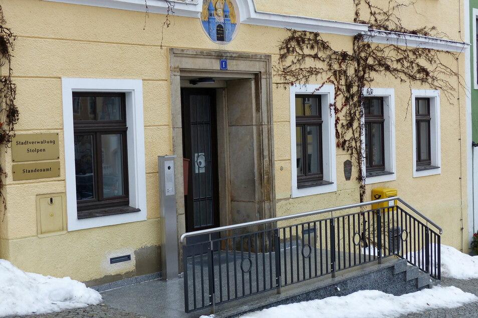 Das Rathaus in Stolpen ist jetzt besser zu erreichen. Der Eingangsbereich wurde umgebaut.