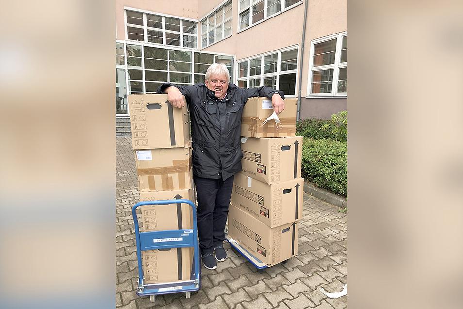 Als Oberbürgermeister von Hainichen setzt sich Dieter Greysinger für den Striegistalradweg ein. Dafür hat er 80 Aktenordner Planungsunterlagen zur Landesdirektion nach Chemnitz gebracht.