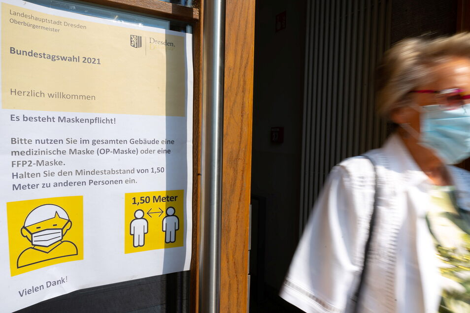 In den Wahllokalen - hier das Wahlbüro im Berufsschulzentrum für Büro & Technik, Güntzstraße 3 in Dresden - gilt Maskenpflicht.