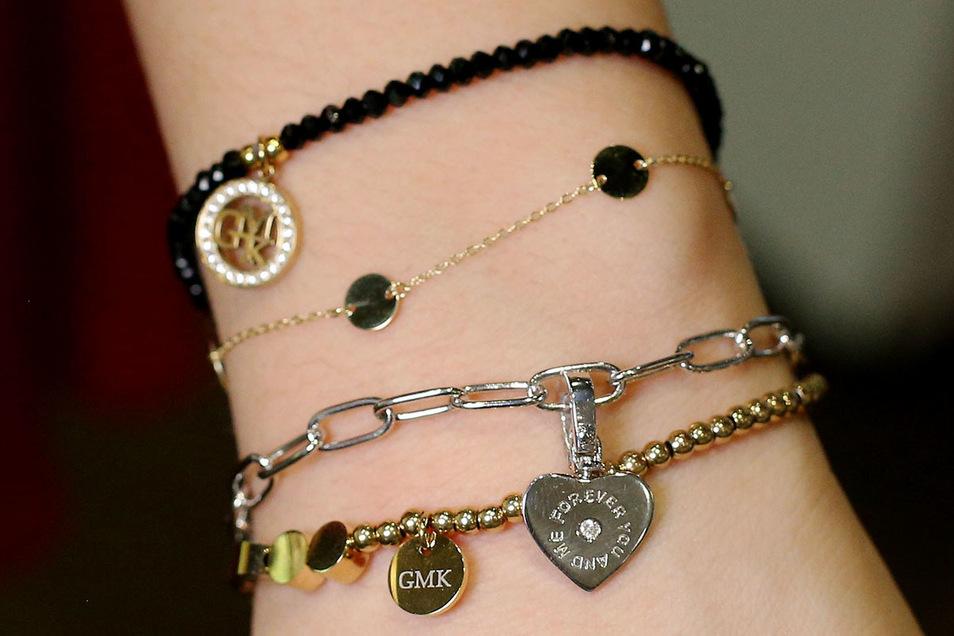 Layering: Viele Ketten zusammen bei Juwelier Christ.