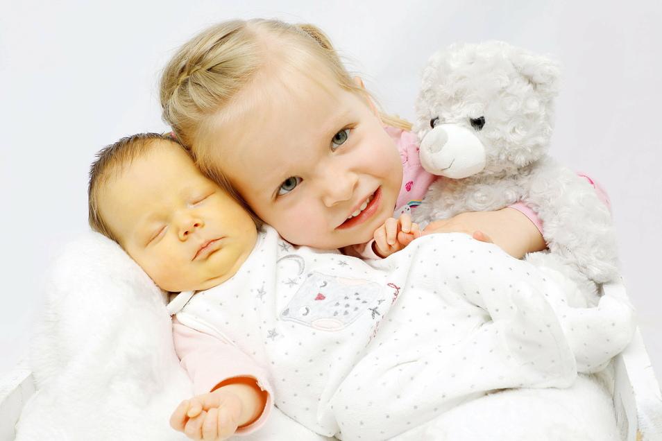 Mathilda mit Schwester Frieda, geboren am 4. Dezember, Geburtsort: Dresden, Gewicht: 2.165 Gramm, Größe: 46 Zentimeter, Eltern: Ireen Gersdorf und Sven Lauke, Wohnort: Schwosdorf