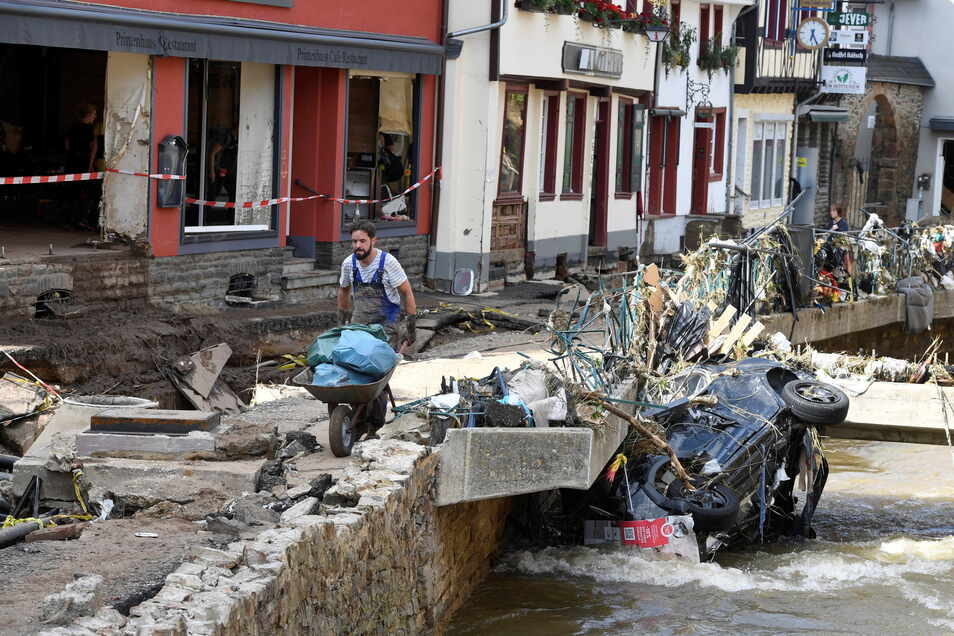Nach dem Hochwasser in der Nacht zum 15. Juli ist Aufräumen an der Tagesordnung. Mittelsächsische Organisationen rufen nun zur Spende und Hilfe auf.