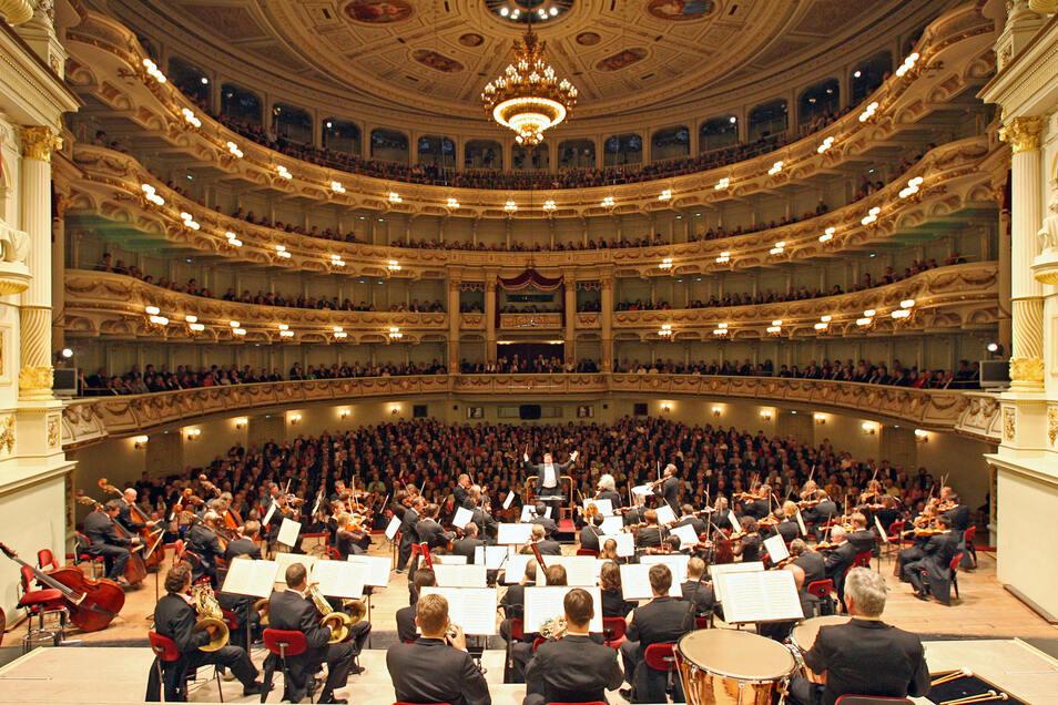 Die Staatskapelle Dresden, die in der Semperoper musiziert, hat mit 25 Prozent mit den geringsten Frauenanteil im vergleich mit anderen Orchestern im Freistaat Sachsen.