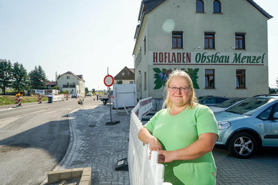 Der Hofladen von Nadine Menzel in Rammenau ist seit dem Frühjahr nur noch über Umwege zu erreichen. Dadurch bleiben Kunden und Umsatz weg..