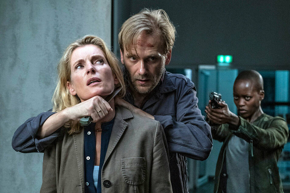 Charlotte (Maria Furtwängler) in der Gewalt von Benno Vegener (Matthias Lier).
