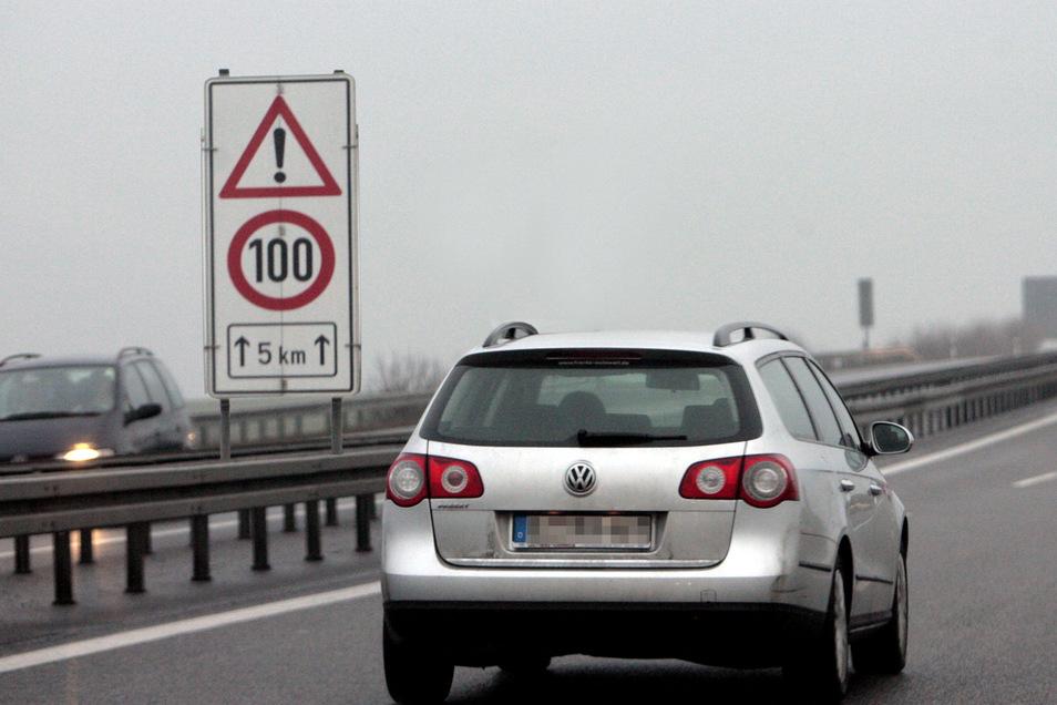 Die Begrenzung  100 km/h auf der A17  zwischen der Grünbrücke bei Pirna und der Anschlussstelle Heidenau ist Geschichte - auch dank Sächsische.de.