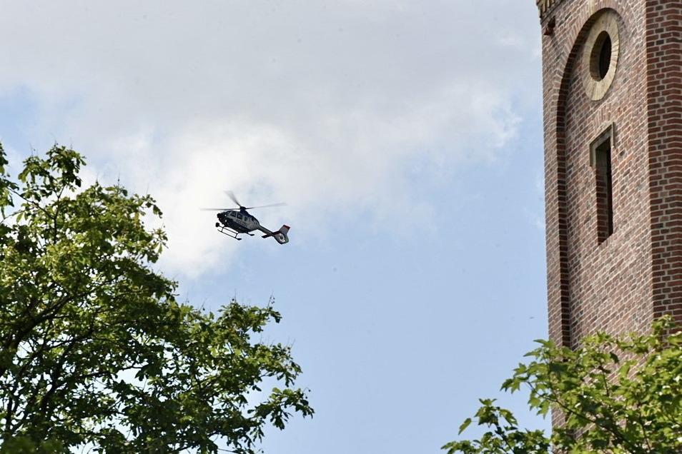 Bei der Suche nach einem Vermissten kam am Mittwoch in Döbeln auch ein Polizeihubschrauber zum Einsatz.