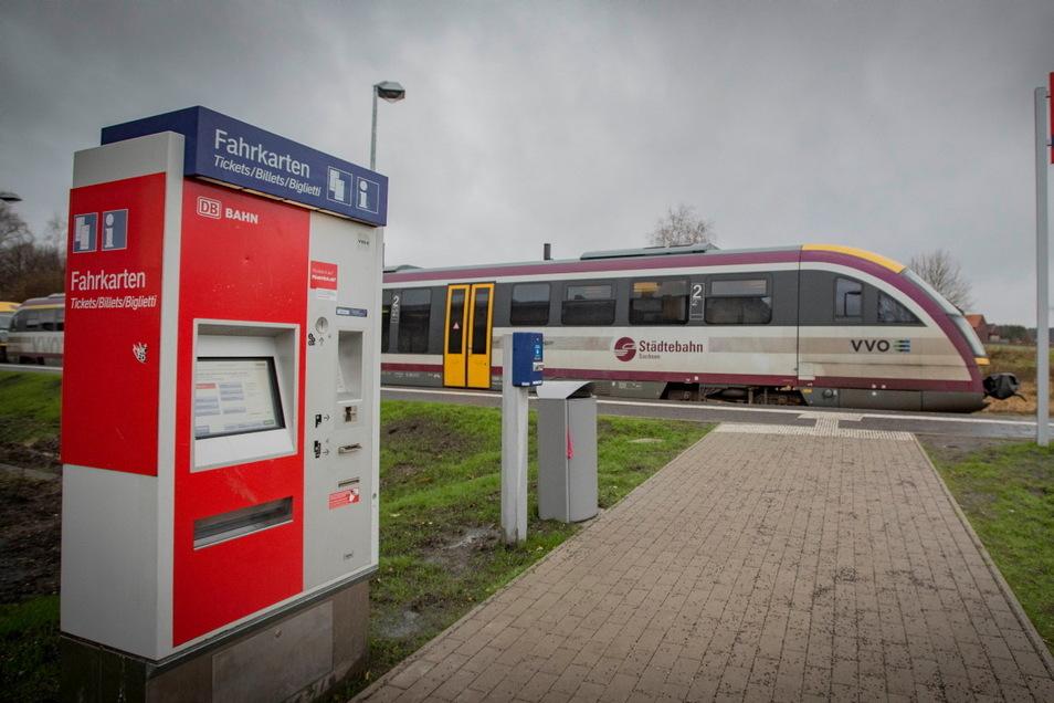 Einen solchen Fahrkartenautomat versuchten Unbekannte in Kamenz, Ottendorf-Okrilla und Dresden aufzuknacken.