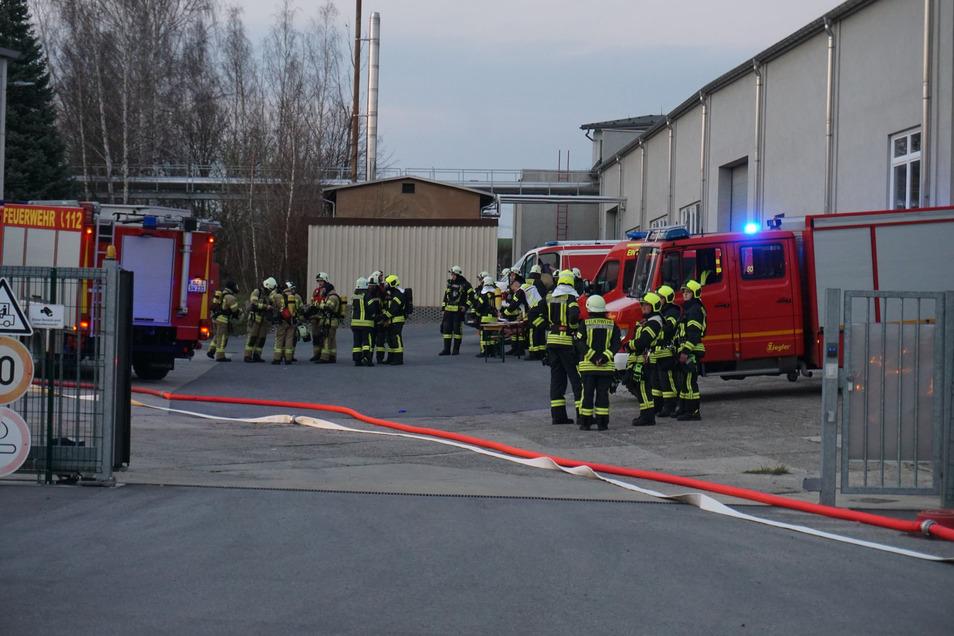 Mehrer Feuerwehren waren Donnerstagnachmittag zu einer Kirschauer Textilfirma gerufen worden.