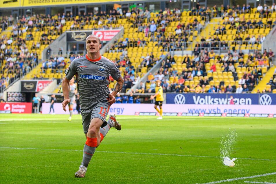 Diesmal jubelt der Gegner in Dresden. Sven Michel erzielt die Führung für Paderborn, danach machen die Gäste aus Ostwestfalen mit Dynamo kurzen Prozess.