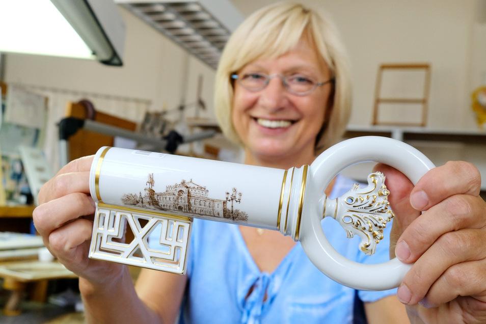 Unikat aus echtem Meissener: Regina Fischer hat dem Trinkschlüssel eine Woche lang ihre Handschrift verliehen.