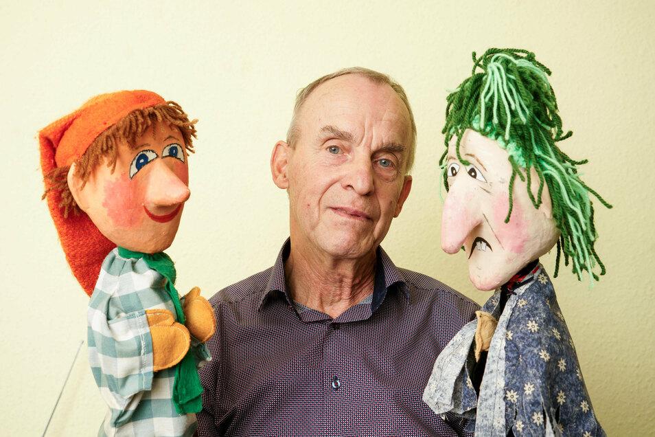 Raimund Backwinkel ist mit Kasper (links) und Hexe beim Bautzener Puppenspielfest am Wochenende zu erleben.