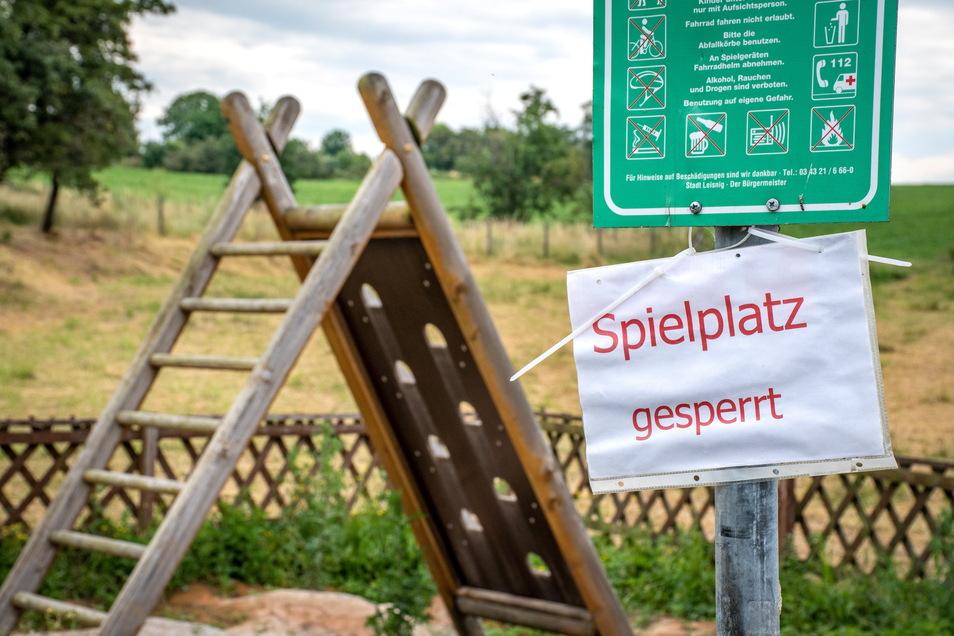 Seit knapp einem Monat ist der Spielplatz in Gorschmitz nach Unwetterschäden gesperrt.