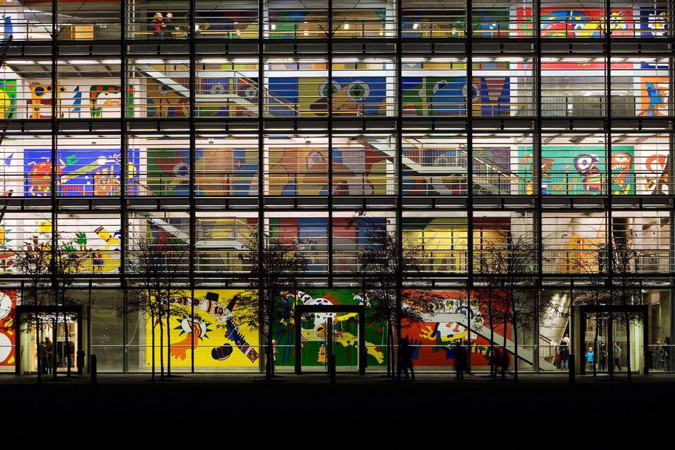 Blick auf das Hörsaalzentrum der Technischen Universität Dresden. Sie ist eine der deutschen Elite-Unis, das schützte sie nicht vor diesem großen Betrugsskandal.
