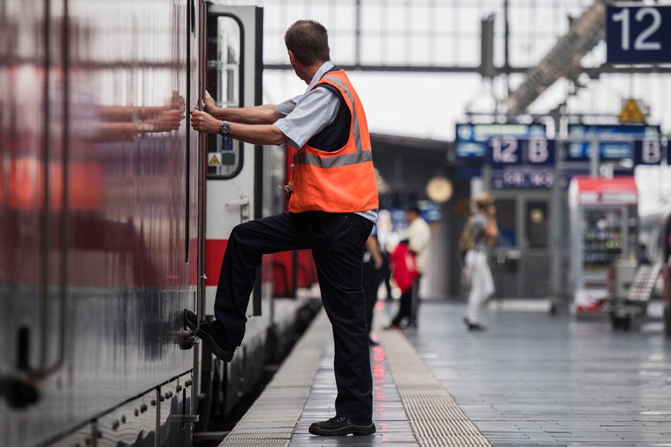 Die Eisenbahngewerkschaft lehnt es ab, dass Zugbegleiter auch die Tests der aus dem Ausland einreisenden kontrollieren.