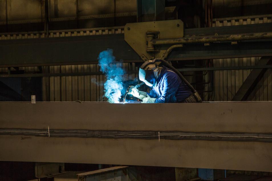 Ob die Beschäftigten des Nieskyer Stahlbaus ab März in die neue Gesellschaft von Eigentümer Claude Pirson wechseln, lässt sich jetzt noch nicht absehen. Die Kritik der Mitarbeiter: Es gibt keine verlässlichen Informationen.