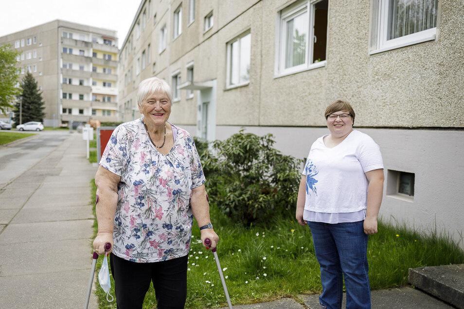 """Karin Mohr (links) und ihr """"Engel"""" Nicole Scheibe. Die jüngere Görlitzerin hilft der älteren."""