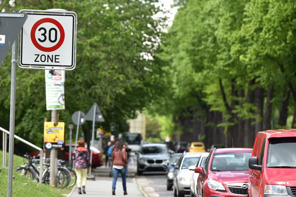 Seit einem Jahr ist auf der Schliebenstraße in Zittau nur noch Tempo 30 erlaubt.