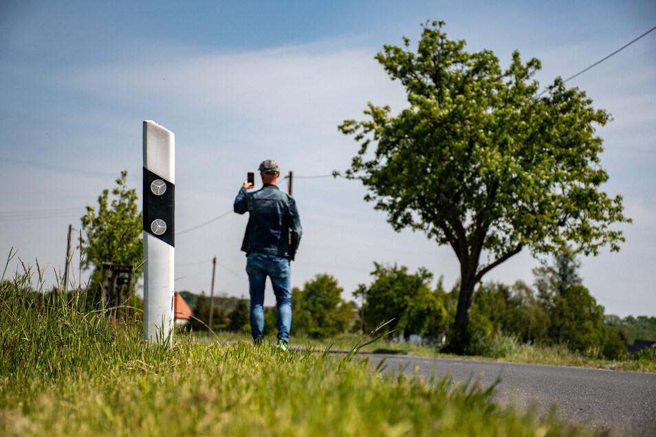 Zwischen Altleisnig und Röda sind die Straßenränder zu früh gemäht worden, finden einige Stadträte. Meist beschweren sich Autofahrer darüber, dass das Gras zu hoch steht und ihnen die Sicht nimmt.