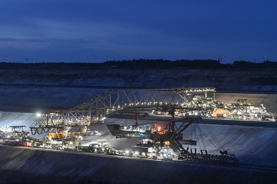 Wo jetzt noch Bagger Braunkohle abbauen, soll künftig an der Energie der Zukunft geforscht werden.