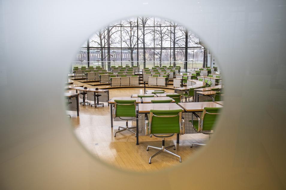 Wenn der Plenarsaal im Landtag leer bleiben muss, übernehmen 21 vorab ausgesuchte Abgeordnete.Foto: Robert Michael