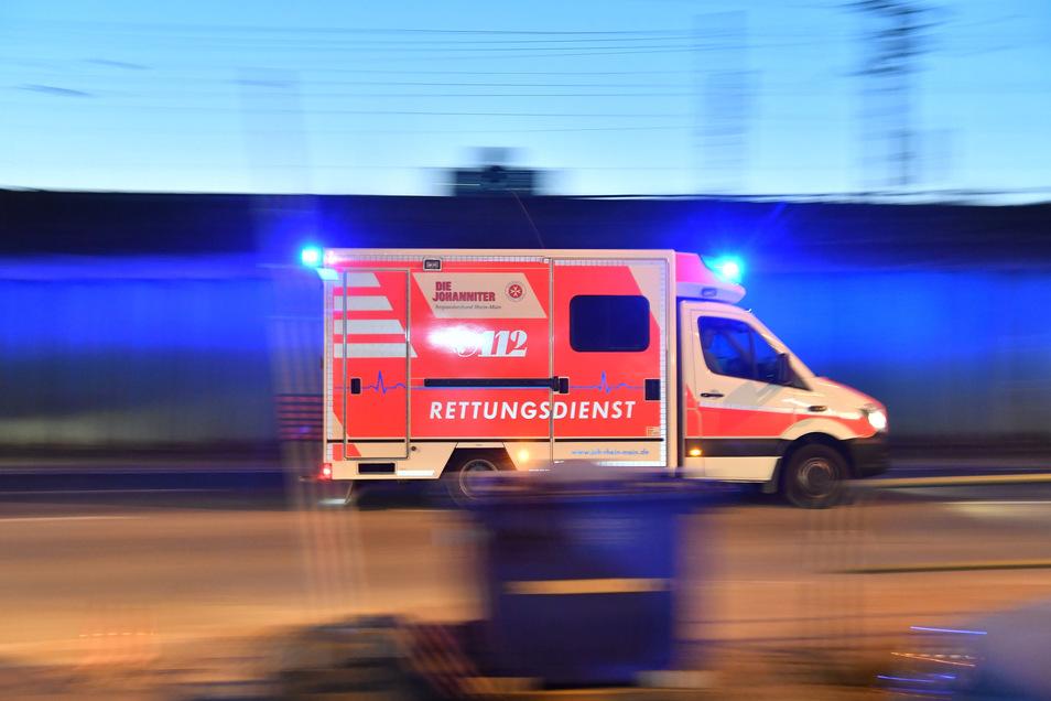 In Radeberg musste ein Sechsjähriger von Rettungskräften ambulant versorgt werden.