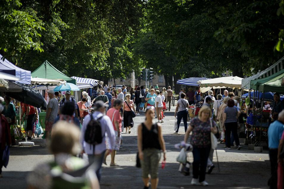 Blick auf den Wochenmarkt an der Elisabethstraße