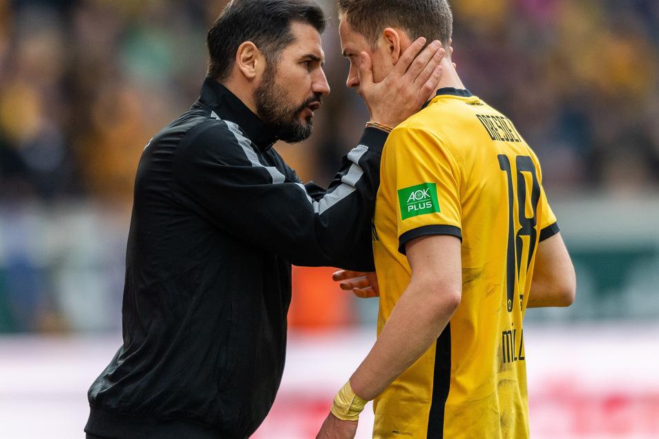 Trainer Cristian Fiel (l.) hat Jannik Müller in den Kreis der Kapitäne befördert.