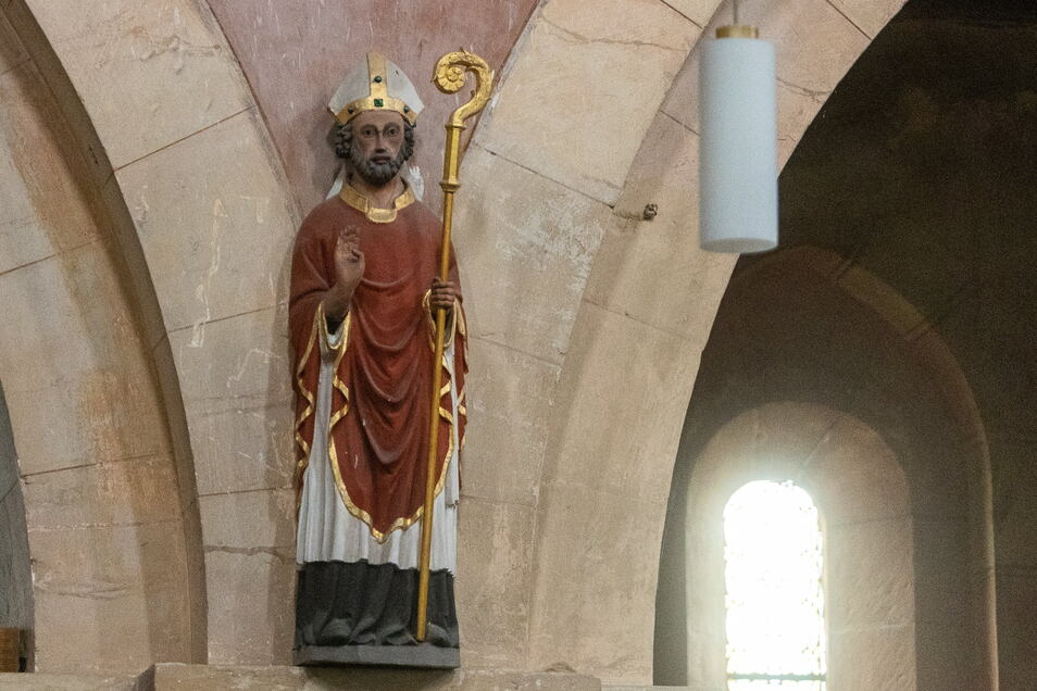 Diese Nikolausfigur in der ihm geweihten Kirche ist auch schon Jahrhunderte alt