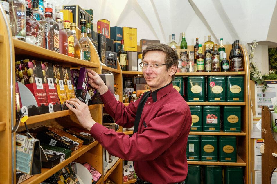 Daniel Polenk darf sein Geschäft öffnen, weil er Lebensmittel verkauft. Dennoch, sagt er, brechen 85 Prozent seines Umsatzes weg.