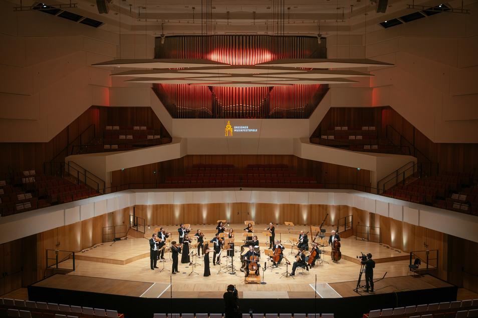 Das Dresdner Festspielorchester probt im leeren Kulturpalast für die Musikfestspiele.