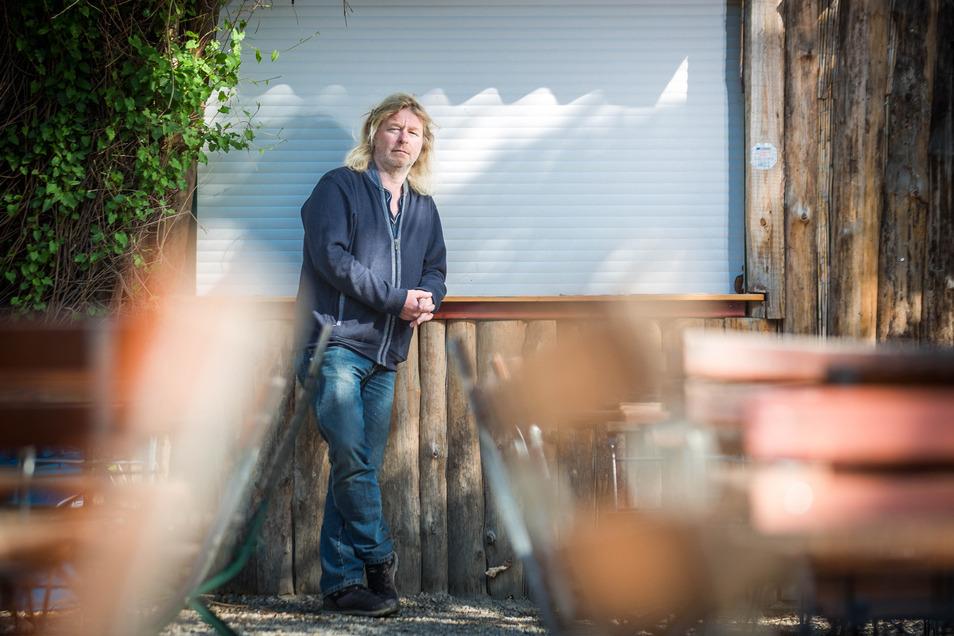 Tom Knappe, Inhaber des Louisengarten fürchtet um das Aus seines Dresdner Biergartens.
