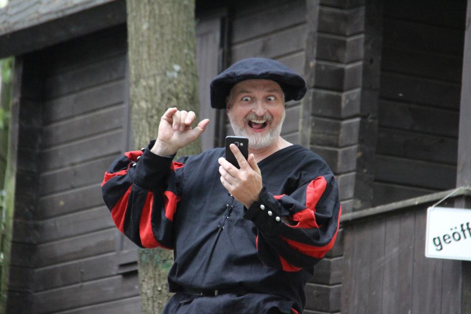 """Mit dem Stück """"Hilfe, mein Landsknecht twittert"""" erntete die Spielgemeinschaft Schirgiswalde vor zwei Jahren Lachsalven auf der Waldbühne Sohland. Dieses Jahr bleibt es dort still."""
