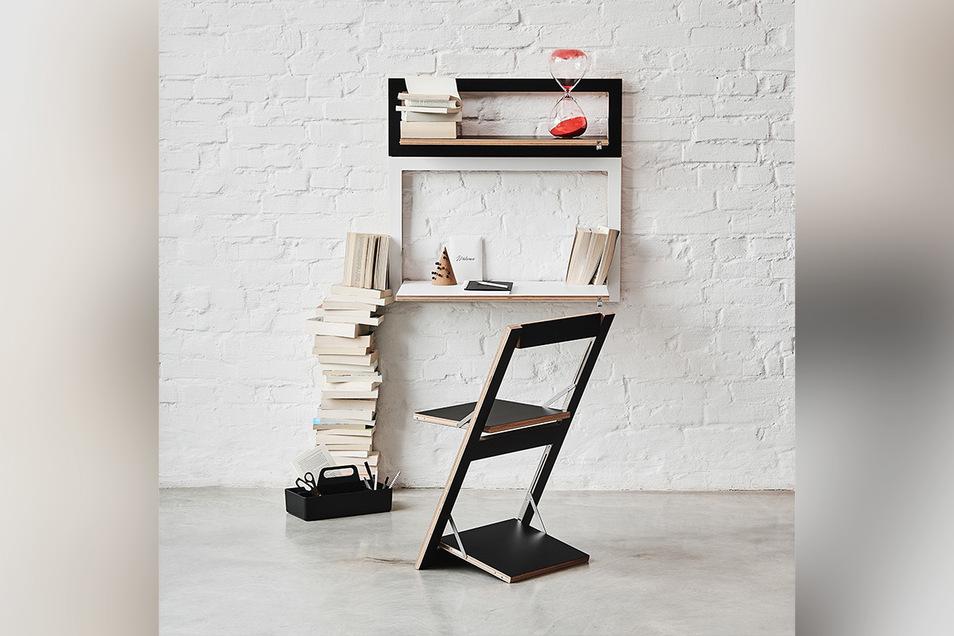 Schlichte und schlanke Arbeitsplätze sind im privaten Wohnraum gerade sehr gefragt. Aber nicht an jedem Tag. Flexible Schreibtische wie das Klappmöbelsystem Fläpps von Ambivalenz treten daher nur in Erscheinung, wenn man sie braucht.