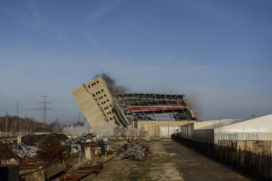 Am 5. Dezember 2015 wurde als letztes Gebäude schließlich auch noch das ehemalige Maschinenhaus des Kraftwerkes Hagenwerder gesprengt.