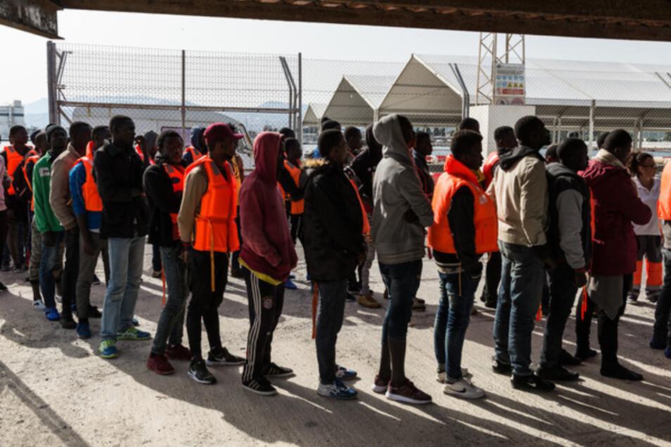 Ankunft von Flüchtlingen im südspanischen Port of Motril.