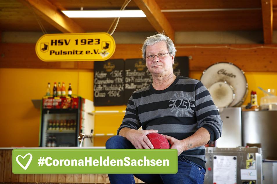 Gastwirt in Not: Ingolf Nitzschner sorgt beim Training und den Spielen der Pulsnitzer Handballer stets zuverlässig für die Versorgung. Doch nun hat er keine Einnahmen mehr. Deshalb starten die Sportler eine Hilfsaktion.