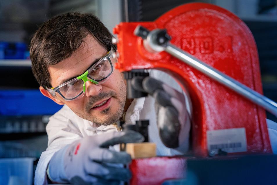 Karsten Jahn ist der Erfinder des NatürLichts. Die Idee kam ihm in Kamerun, als er an einem Aluminium-Werk vorbeikam.