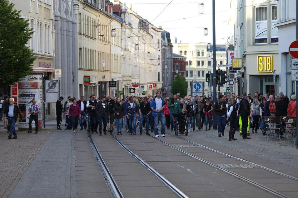 """Laut Polizei trafen sich am Montag etwa 100 Teilnehmer in der Görlitzer Innenstadt zu einem weiteren """"Spaziergang""""."""